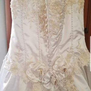 Beautiful wedding dress size 10 SOLD LOCALLY